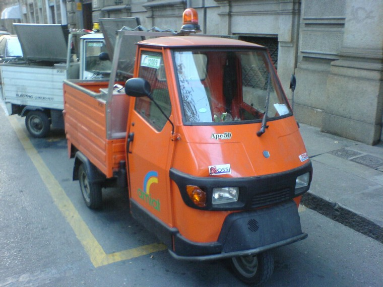 Piaggio_Ape50_clean_machine.jpg