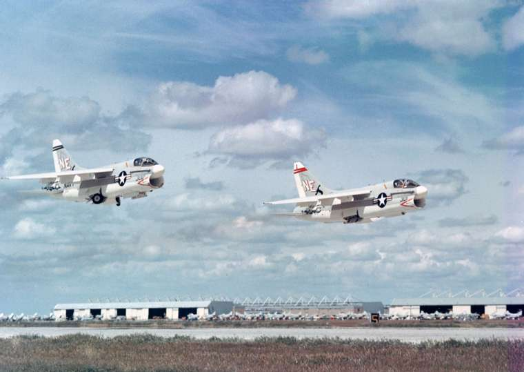 A-7As_VA-147_taking_off_from_NAS_Lemoore_1967.jpg