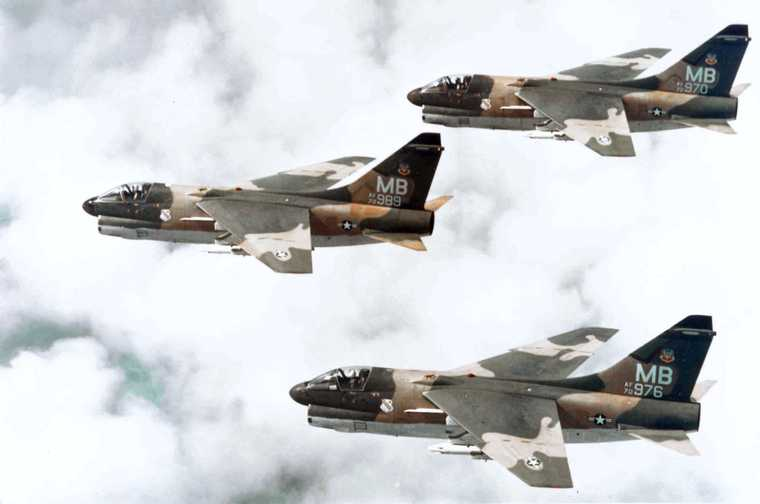 355th_Tactical_Fighter_Squadron_A-7D_Corsair_IIs_in_formation.jpg