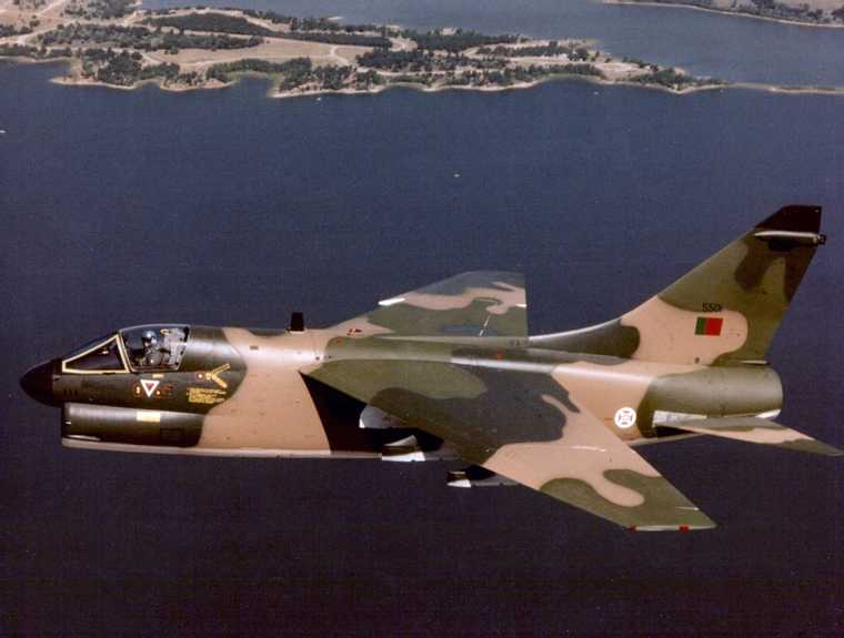 Portuguese_A-7P_Corsair_II_in_flight_c1984.jpg